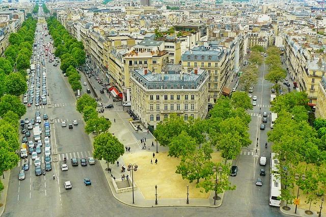 paris-882702_640